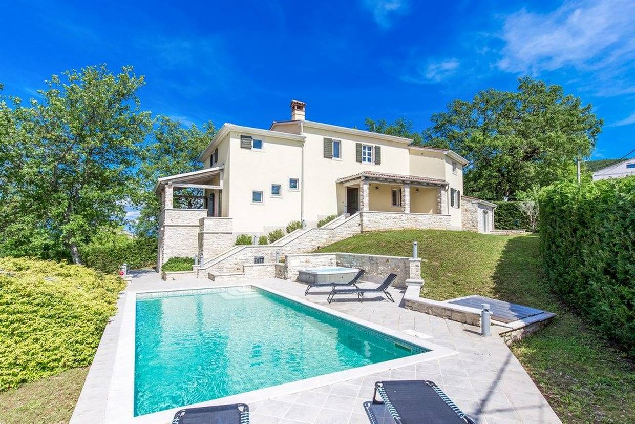 Luxury villa for sale near Motovun