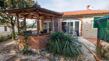Single-storey house for sale Poreč