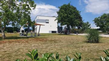 Villas with spacious land for sale