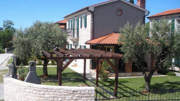 Two houses, one with pool for sale Poreč