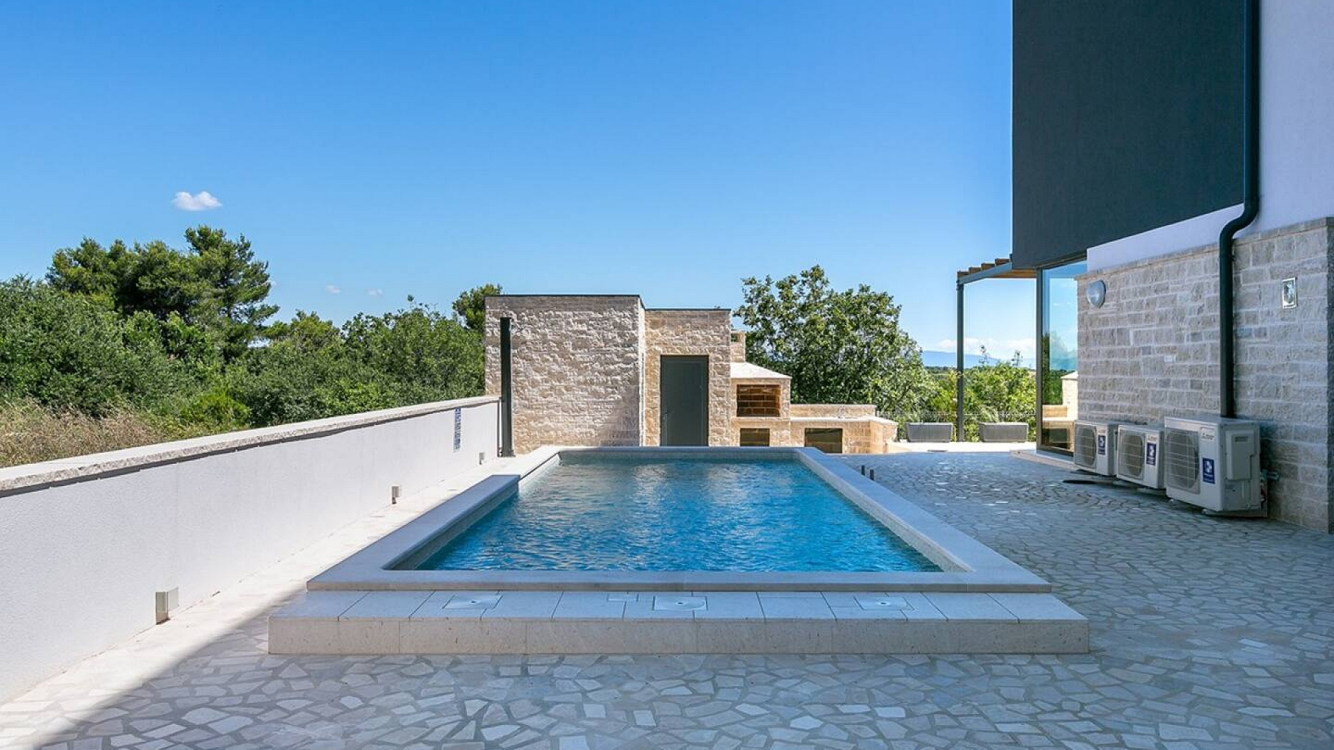 Luxurious villa with a fabulous seaview