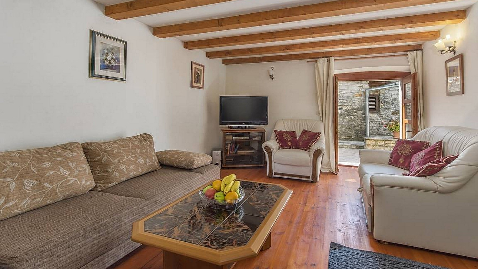 A beautiful renovated house with 2 units near Sv. Lovreč