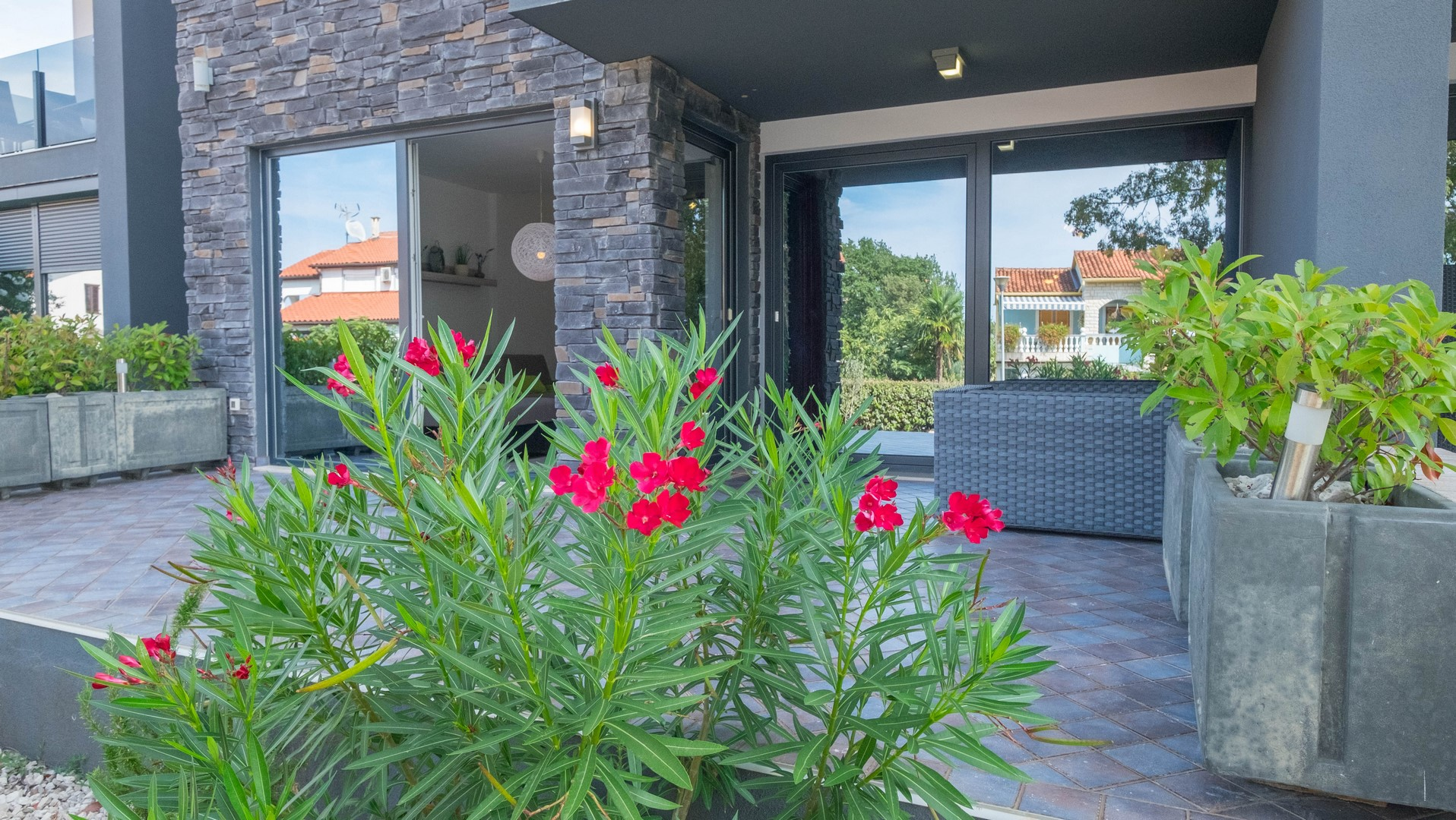 Two-bedroom apartment with two terraces and a garden near Porec