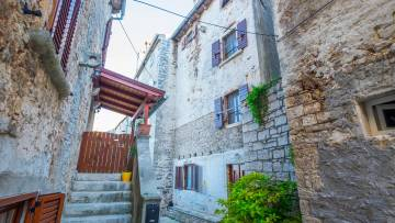 Stone house for sale Bale