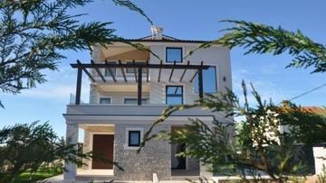 Villa with three apartments Fazana
